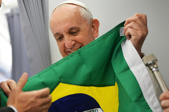 papa-francisco-bandeira-brasileira