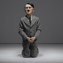 hitler-escultura-cattelan-him