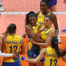 jogadoras-da-selecao-brasileira-comemoram-ponto-conquistado-contra-a-russia-no-segundo-set-1471228285053_v2_900x506