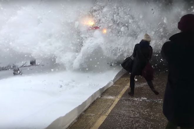 trem-amtrak-neve-slow-motion-bluebus